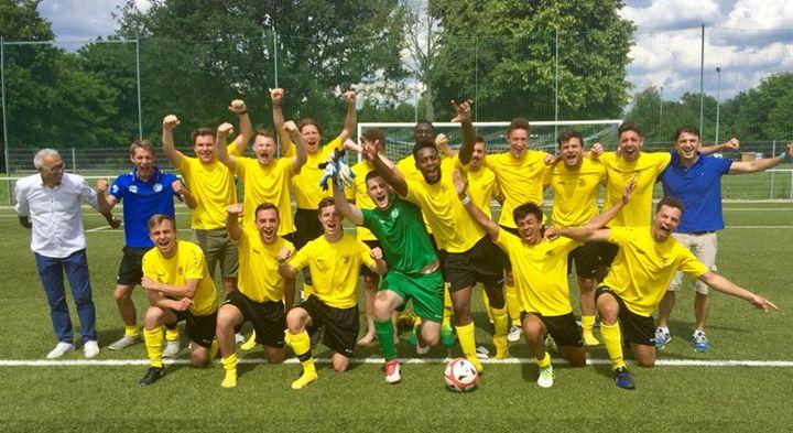 U23 beim Meisterschafts-Fotoshooting mit der Rhein-Neckar-Zeitung. Mit einem 7-0 Sieg gegen den VfB Wiesloch…